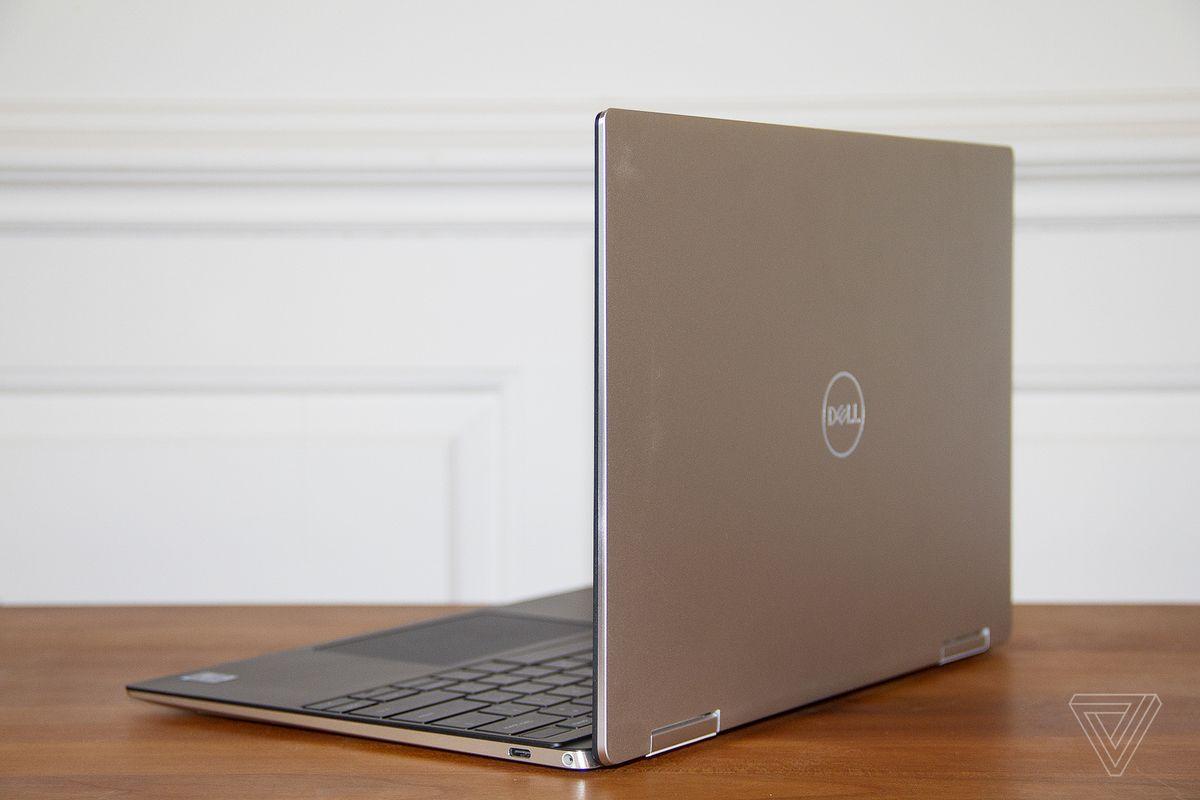 Dell XPS 13 2-în-1 din spate, înclinat spre stânga.