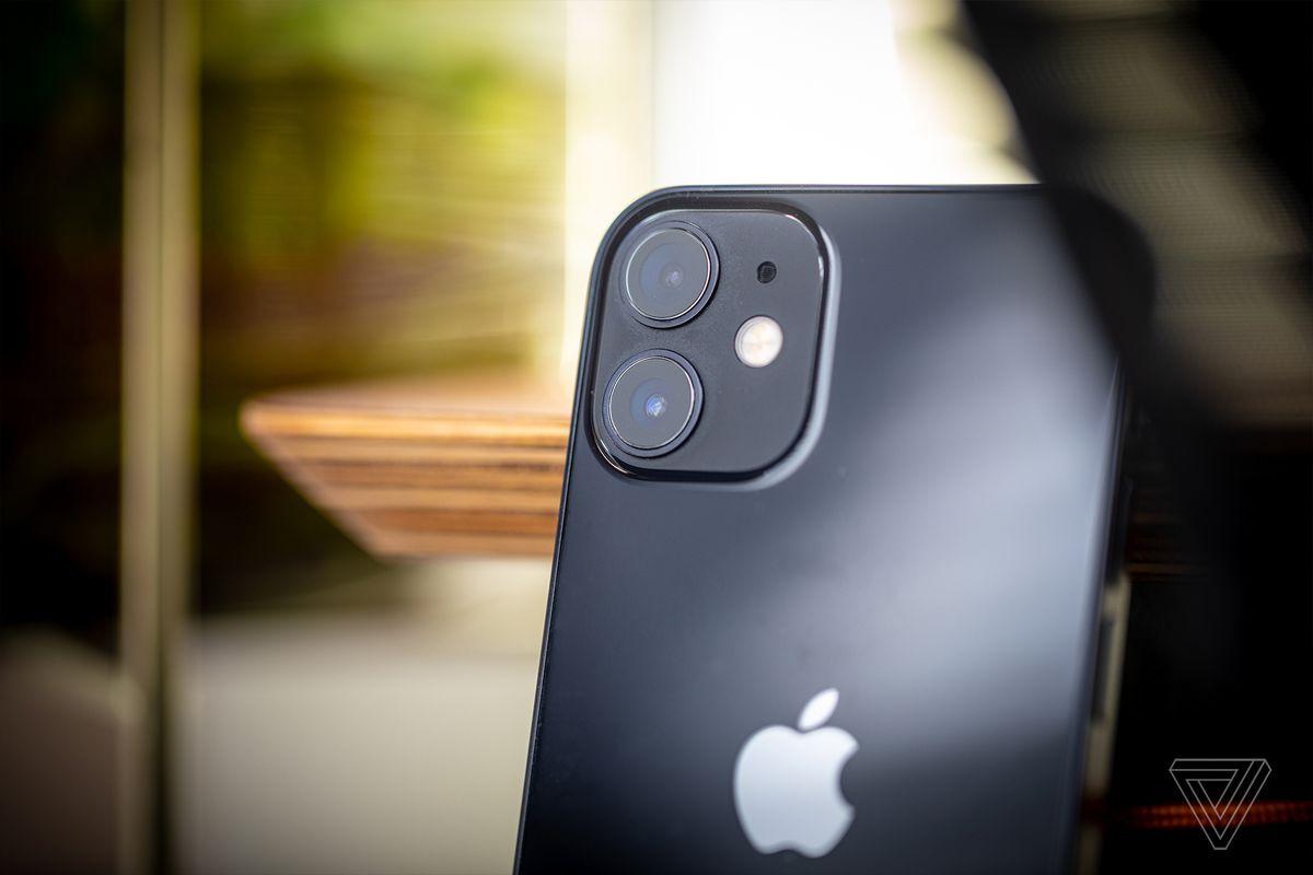 IPhone 12 mini are o cameră largă obișnuită și o cameră ultra-largă