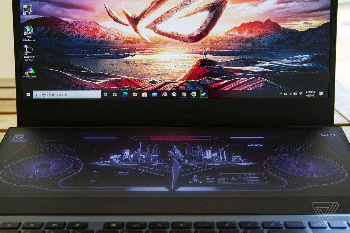 ScreenPad-ul din față.