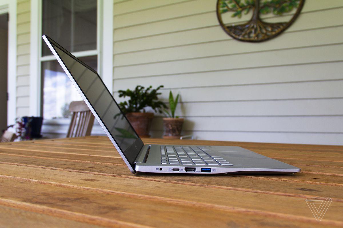 Acer Swift 3 din partea stângă.