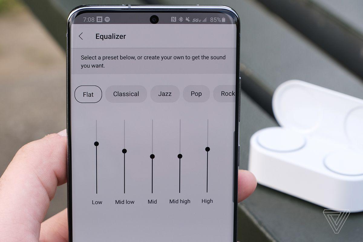 O imagine care descrie setările egalizatorului din aplicația Microsoft Surface Audio.