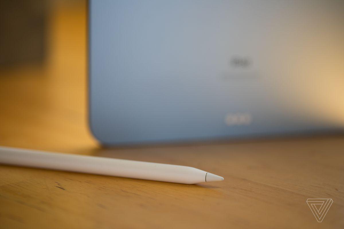 De asemenea, funcționează (numai) cu stilul mai nou al Apple Pencil