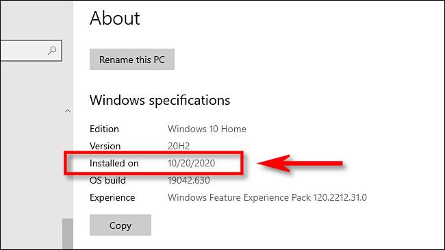 """În Setări Windows, veți găsi cea mai recentă dată de instalare a actualizării majore în """"Instalat pe"""" în """"Specificații Windows."""""""