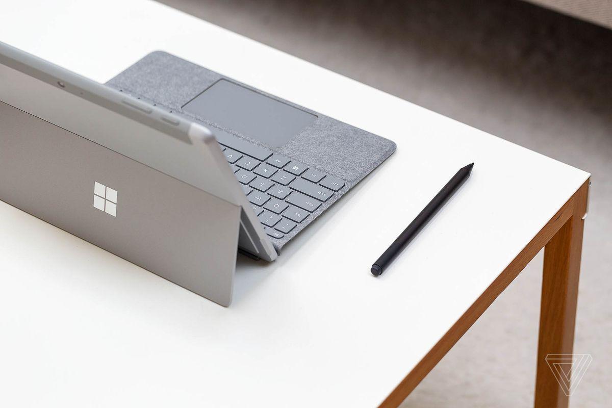 Surface Go (bazat pe Intel)