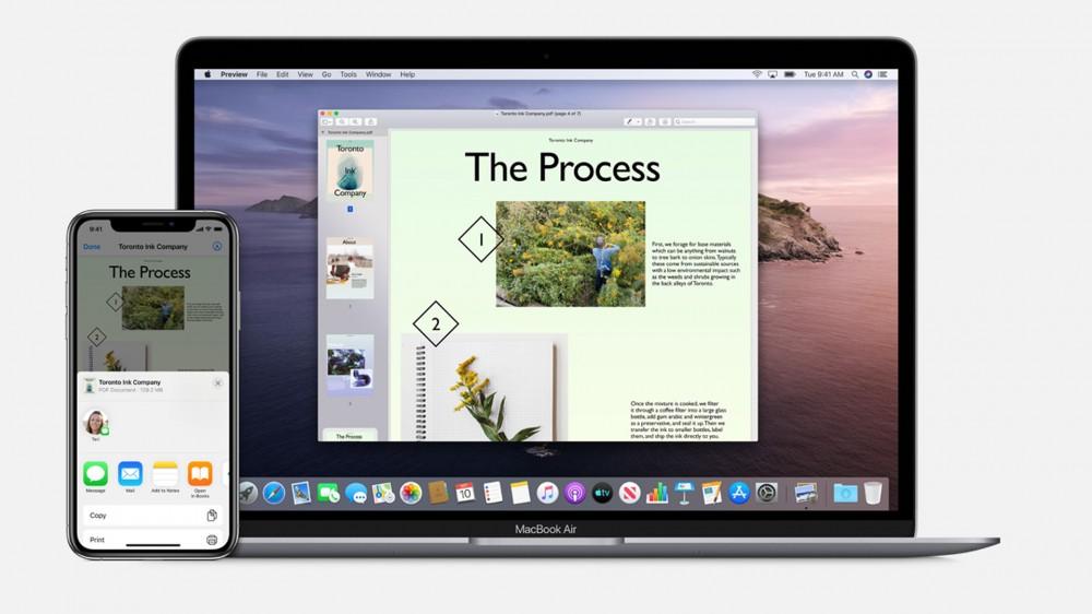 Un exemplu de AirDrop între iPhone și MacBook Air.