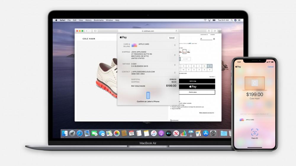 Un exemplu despre modul în care Apple Pay poate sincroniza informațiile despre cardurile de credit între dispozitive.