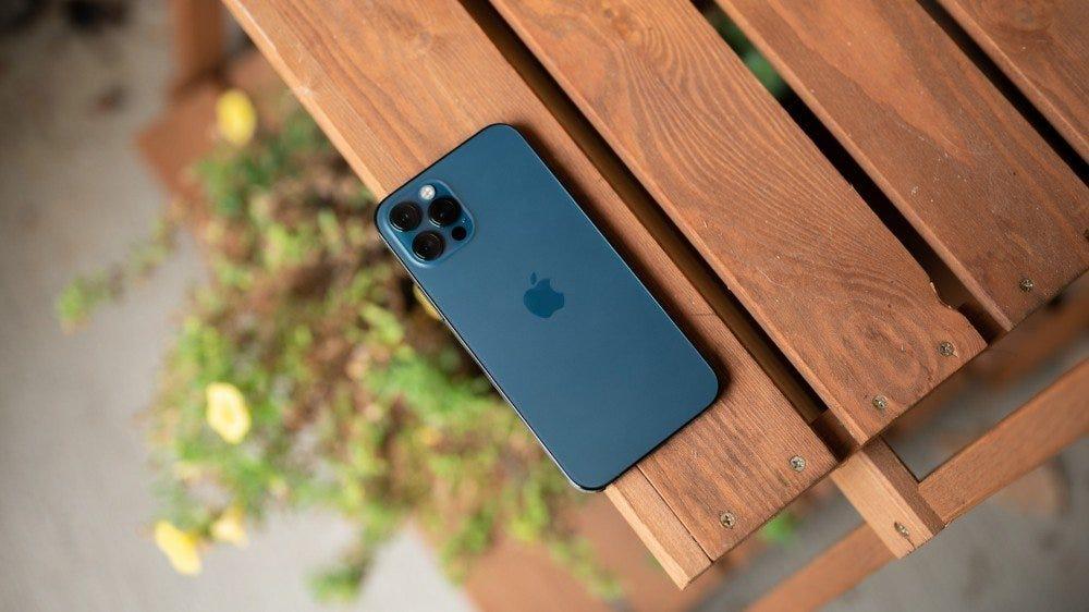 IPhone 12 Pro de 1.000 de dolari --- un telefon destul de scump!