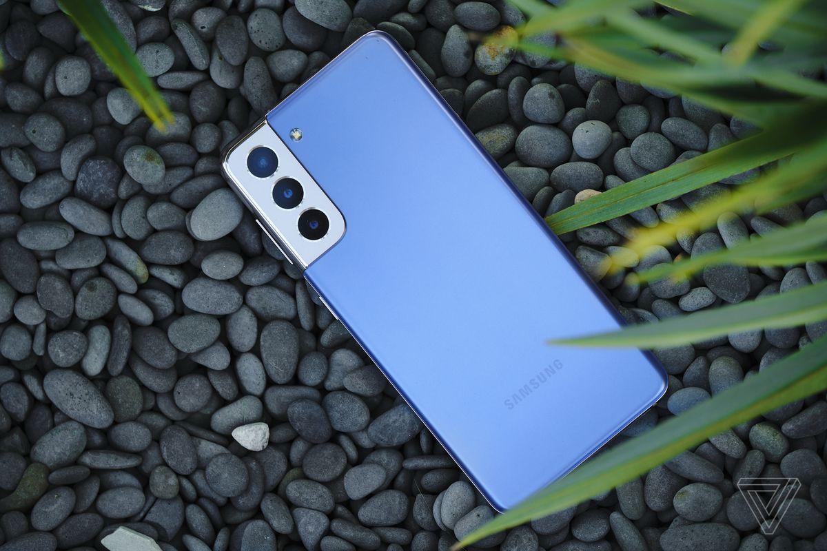 Samsung Galaxy S21 este adesea disponibil la un preț de vânzare mai mic decât cel total