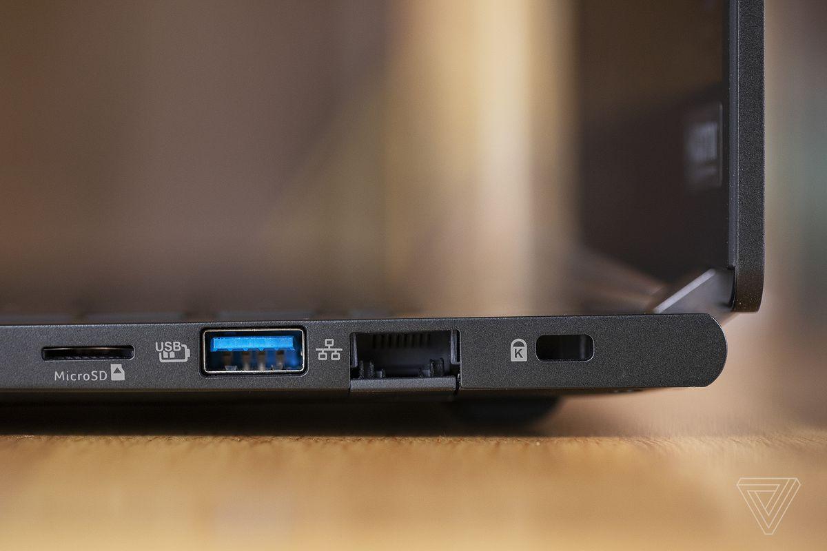Porturile din partea stângă a Acer Travelmate P6.