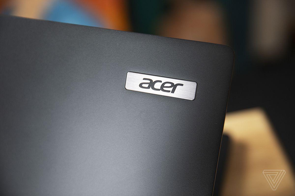 Sigla Acer de pe capacul Acer Travelmate P6.