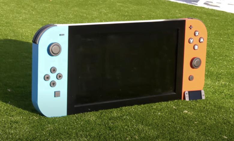 1618183313 Acest Nintendo Switch este atat de mare incat poti citi