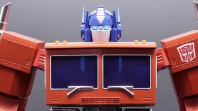 1619168146 Noua jucarie Optimus Prime de 700 de dolari a lui