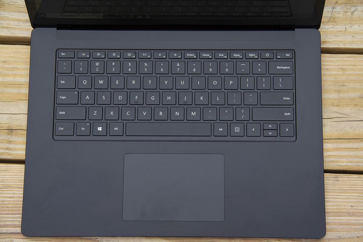 Tastatura Surface Laptop 4 de 15 inci de sus.