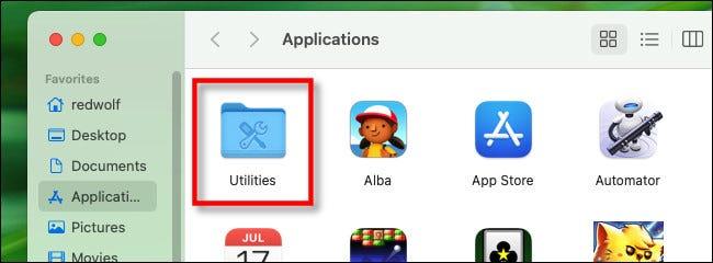 """În folderul Aplicații, deschideți """"Utilități."""""""