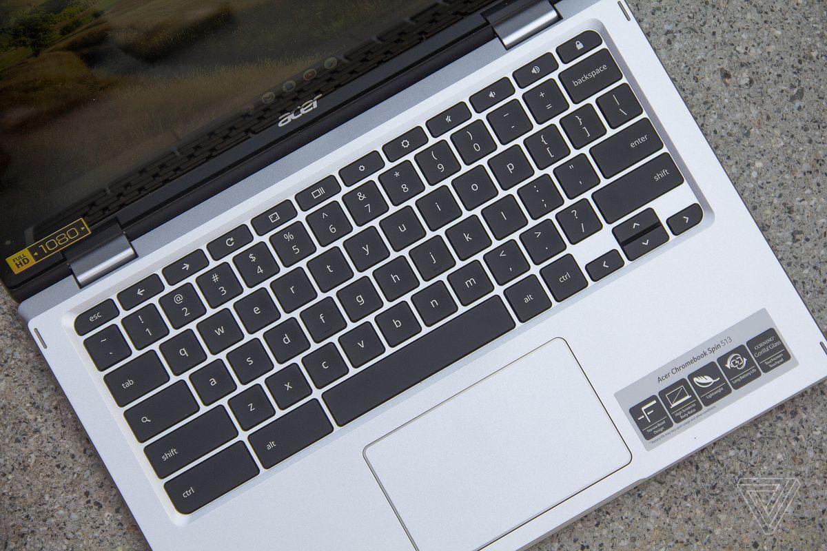 Placa de tastatură Acer Chromebook Spin 513 văzută de sus, înclinată ușor spre dreapta.