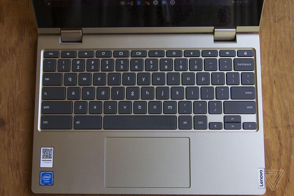 Tastatura Lenovo Ideapad Flex 3 văzută de sus.