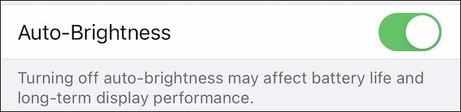 """Comutare """"Auto-Luminozitate"""" pe iPhone."""