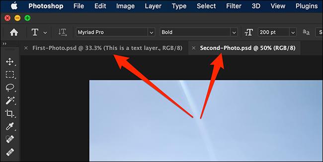 Mai multe file de documente în interfața Photoshop.