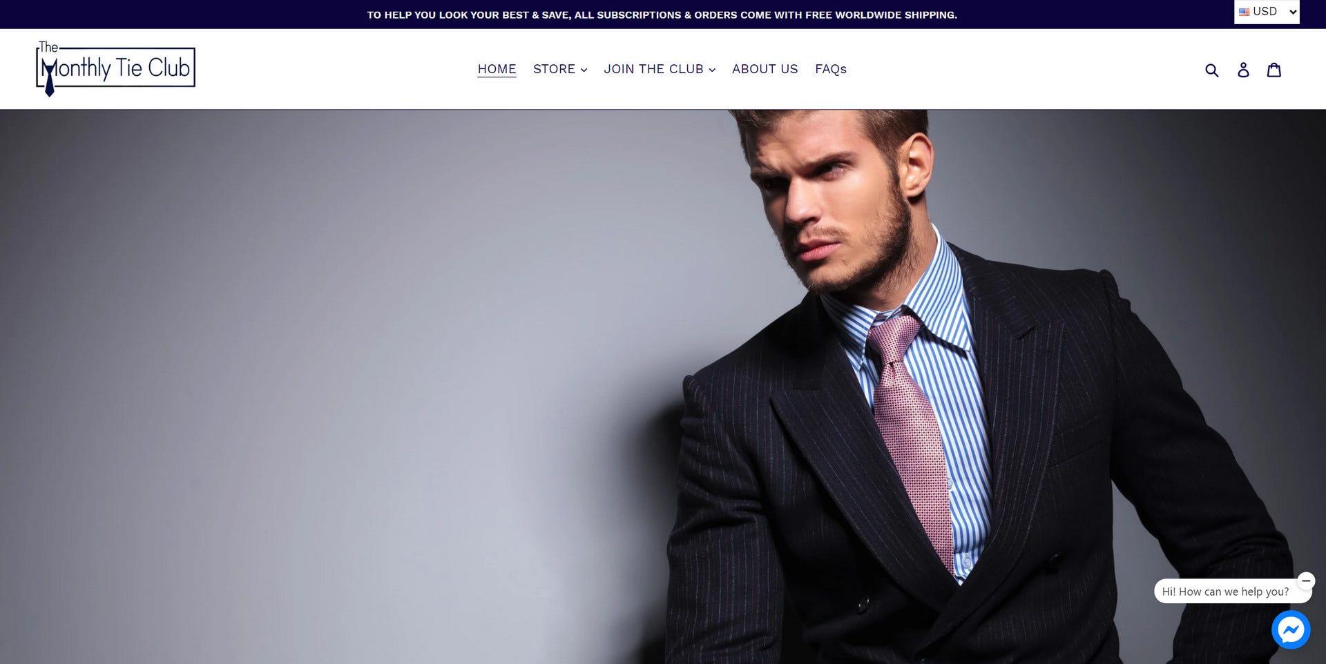 Un bărbat care poartă o cravată de la clubul lunar de cravată.