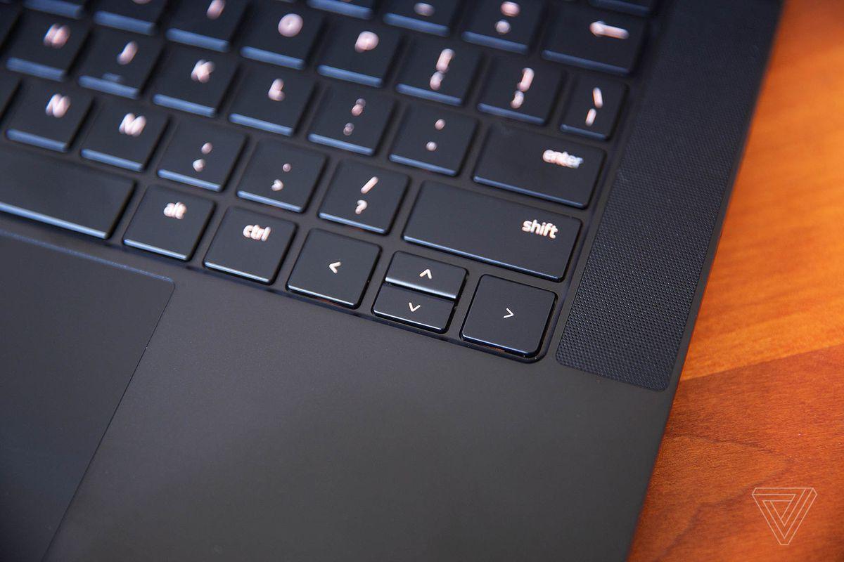 Tastele săgeți de pe laptopul Razer Blade 14.