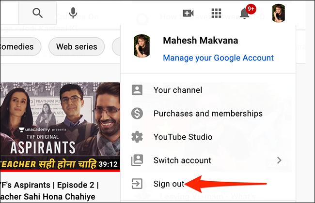 """Selectați """"Sign out"""" din meniul profilului YouTube."""