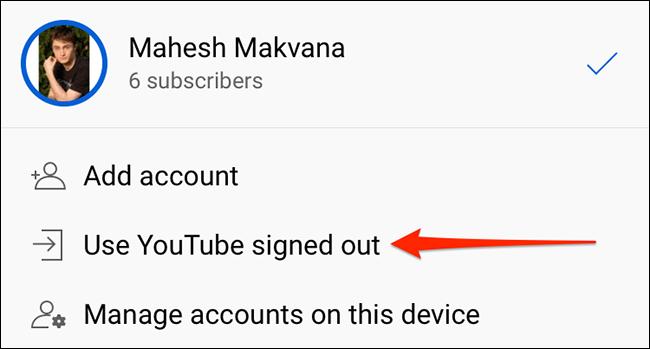 """Atingeți """"Utilizați YouTube deconectat"""" pe """"Conturi"""" ecran în aplicația YouTube."""