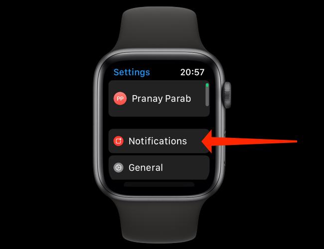 """În setările Apple Watch, deschideți """"Notificări."""""""
