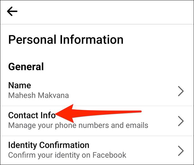 """Selectați """"Informatii de contact"""" pe """"Informatii personale"""" ecran în Facebook."""