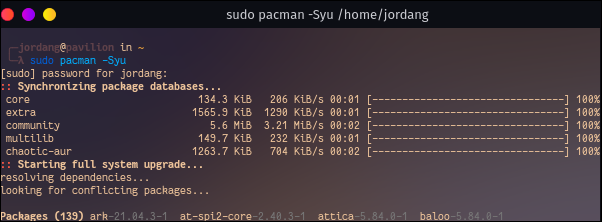 """introduce """"sudo pacman -Syu"""" într-un terminal"""