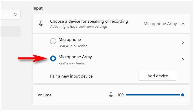 În setările de intrare sunet, selectați un microfon cu butoanele radio.