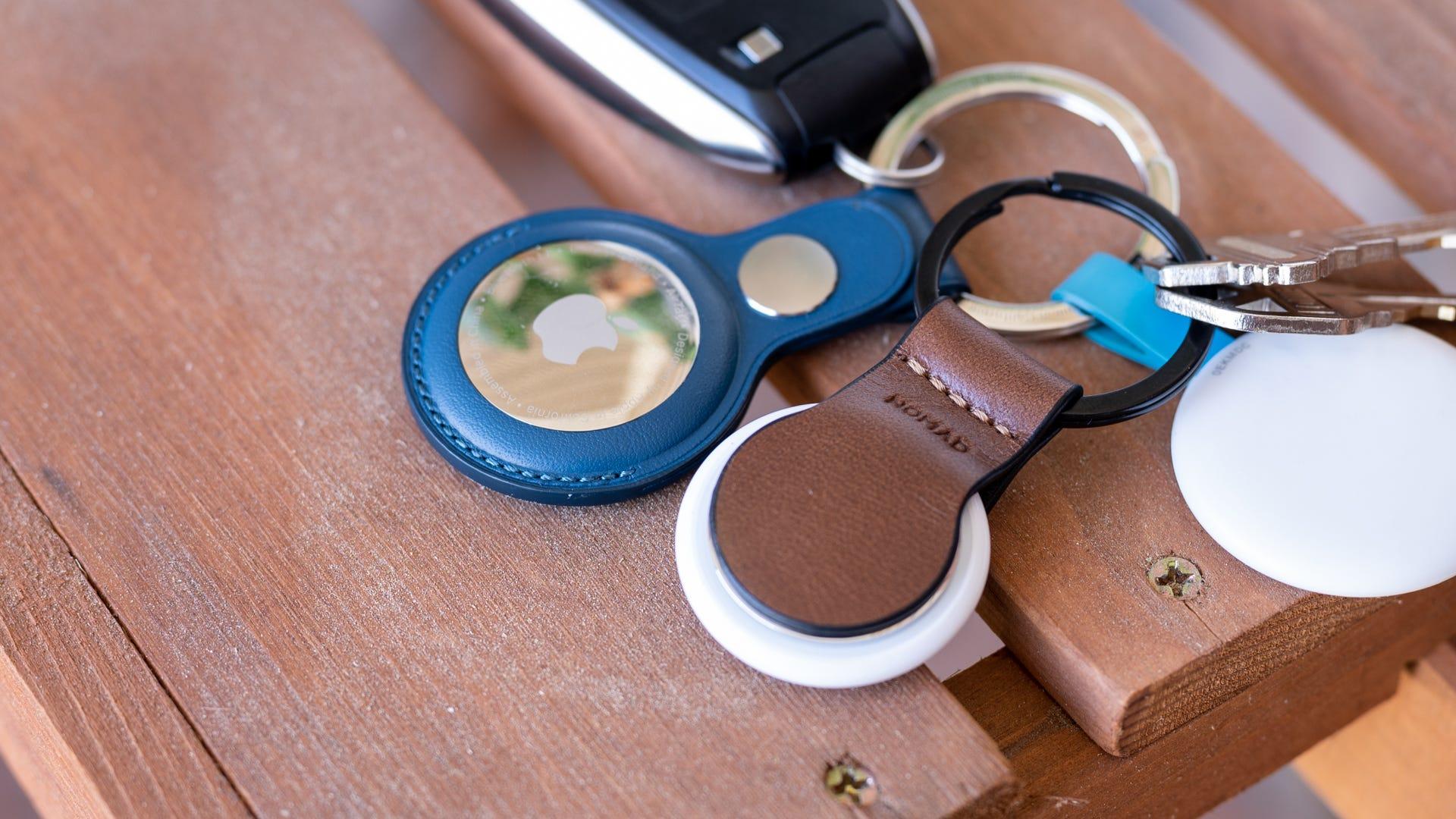 Bucla de piele Nomad AirTag vs accesoriu Apple