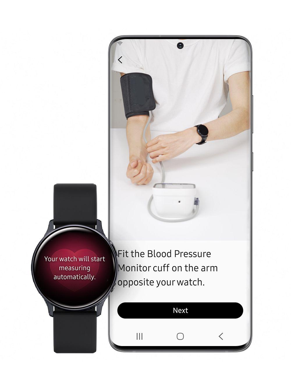 """Un ceas stă lângă un telefon într-o ilustrare foto.  Ceasul are imaginea unei inimi și un text care spune """"ceasul tău va începe să măsoare automat"""" Telefonul afișează fotografia unei persoane care poartă o cămașă albă.  Unul dintre brațele persoanei are un ceas, celălalt are o manșetă de tensiune arterială."""