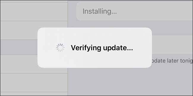 "IPadOS ""Actualizare verificare"" mesaj."