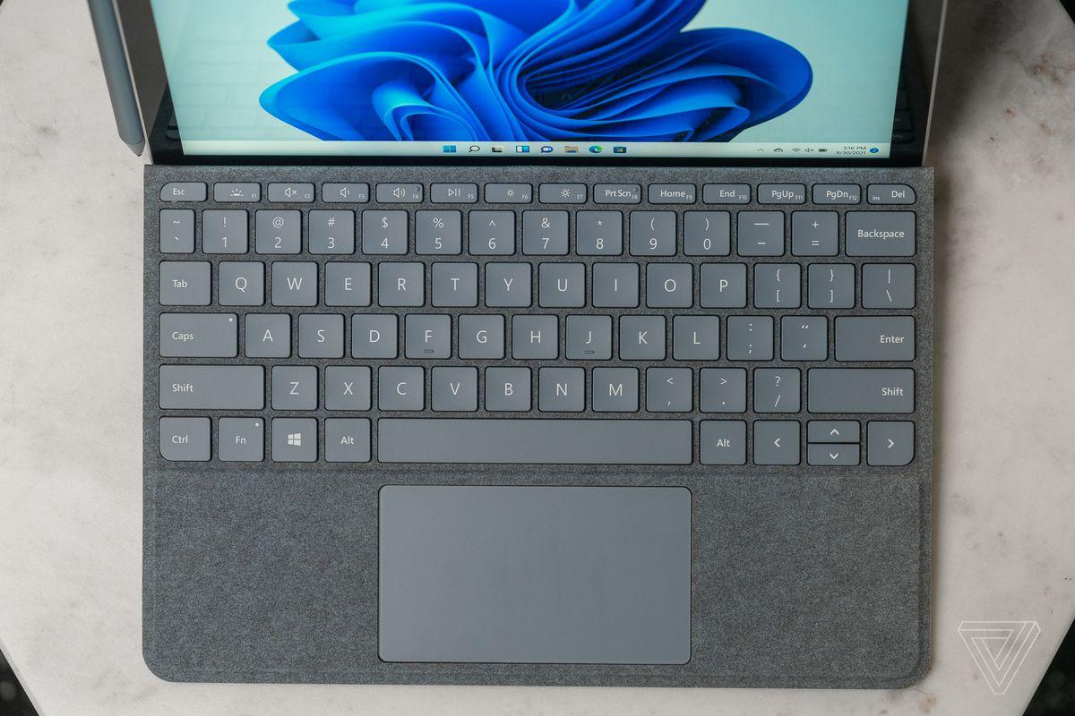 Capacul tastaturii nu este suficient de robust.